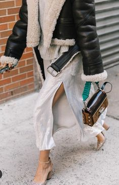street style fashion / Fashion week week Fall street style fashion / Fashion week week Spring outfit ideas Nude Heels Outfits: What to Wear With Nude Shoes Look Fashion, Winter Fashion, Fashion Outfits, Womens Fashion, Fashion Trends, Heels Outfits, Looks Street Style, Autumn Street Style, Look Chic