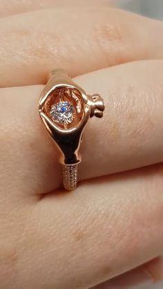 Damsha Dancing Stone Claddagh Ring