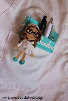 www.unpocodetodo.org - Salvabolsillos de múltiples colores - Salvabolsillos - Broches - Goma eva - crafts - custom - customized - enfermera - enfermeria - foami - foamy - manualidades - nurse - portabolis - 8