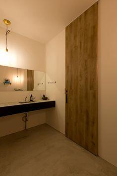 cafe CICERO: ALTS DESIGN OFFICEが手掛けた浴室です。