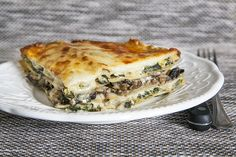 Lasagne épinards, artichauts et champignons #recettesduqc #souper Fresh Pasta, Spanakopita, Polenta, Quiche, Breakfast, Ethnic Recipes, Food, Chicken Penne, Apple Crisp
