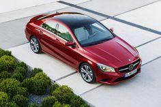 Der Mercedes-Benz CLA mischt Stilelemente der A-Klasse und des CLS zum ersten Stufenheck-Sportler der Neuzeit in der Kompaktklasse.