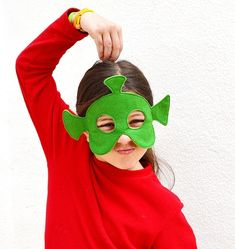 Alien or Martian mask for kids. However, I know children who used it when wanting to be a troll. Imaginative play at its best! | BHB Kidstyle