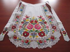 Hungarian Embroidery Patterns kötény kalocsai mintákkal Plus Hungarian Embroidery, Folk Embroidery, Learn Embroidery, Chain Stitch Embroidery, Embroidery Stitches, Embroidery Patterns, Folklore, Stitch Head, Folk Fashion