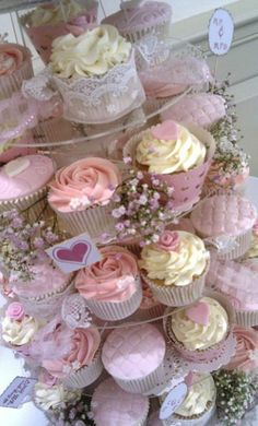 Lovely! cupcake display