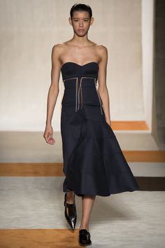 Victoria Beckham Fall 2016 Ready-to-Wear Fashion Show - Janiece Dilone