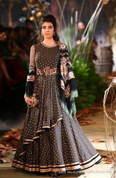 Tarun Tahiliani At ICW : Bridal Collection 2017 | WedMeGood
