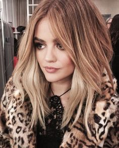 After seven seasons of playing raven-haired Aria Montgomery on Pretty Little Liars, it makes sense that Lucy Hale would be ready for a hair change. And so off she went to the salon, now that she's free to embrace her inner (and now outer) blonde. Lucy Hale Blonde, Langer Bob, Look 2018, Hair Color And Cut, About Hair, Looks Cool, Hair Videos, Pretty Little Liars, Balayage Hair
