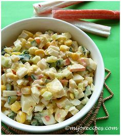 Enjoy this summer salad recipe with surimi (seafood) and other fresh vegetables!