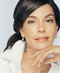 Teri Hatcher. Born in Palo Alto, lived in Sunnyvale, and went to De Anza College in Cupertino.
