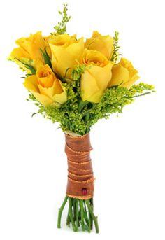 Ramo de rosas con 6 unidades y una presentación muy personal. Desde 36 €