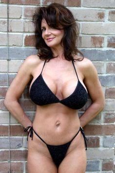 Woman too sexy Bikini Babes, Hot Bikini, Bikini Girls, Robin, Sexy Older Women, Black Bikini, Girl Pictures, Gorgeous Women, Swimwear