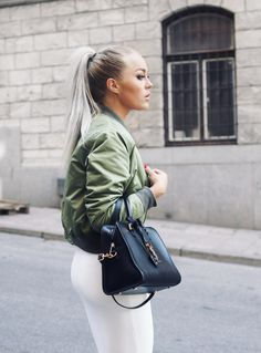 8 Secrets Of Fearless Women Who Live Life To The Fullest! Cute Fall Outfits, Stylish Outfits, Winter Outfits, Fashion Outfits, Fashion Face, Love Fashion, Bomber Jacket Outfit, Angelica Blick, Fashion Articles