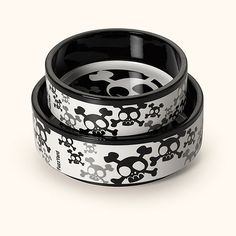 Pet London Crossbone Bowl  Made from durable ceramic and dishwasher-safe. For the dog with a dark side. Crossbones is a warm grey and jet black array of skulls and bones that your dog will enjoy digging into for dinner. Small 16cm Large 23cm