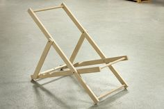 A great DIY project on how to make a deckchair. There's only one thing more relaxing than sitting in a deckchair and that's sitting in one you've made. Wooden Beach Chairs, Wooden Folding Chairs, Folding Beach Chair, Folding Furniture, Diy Furniture Plans, Furniture Stores, Luxury Furniture, Bois Diy, Woodworking Logo