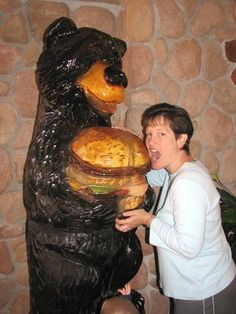 The burger bear Wisconsin Dells, Chainsaw Carvings, Statues, Woodworking, Bear, Effigy, Woodworking Crafts, Joinery, Carpentry