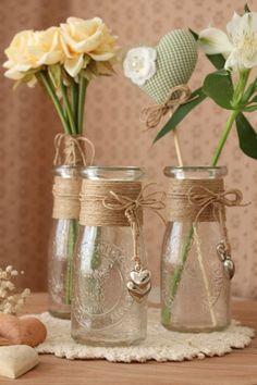 Riciclare per decorare in stile provenzale! Ecco 18 idee... Ispiratevi Diy Bottle, Wine Bottle Crafts, Bottle Art, Pot Mason Diy, Mason Jar Crafts, Mason Jars, Bottles And Jars, Glass Jars, Altered Bottles