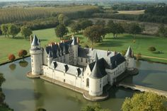 Castles and medievals structures Beautiful Castles, Beautiful Places, Monuments, Loire Valley, French Castles, Old Fort, Castle House, French Chateau, Architecture Old