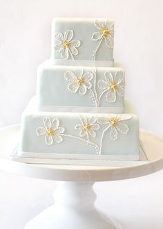 white daisy wedding cake by thelushcake Daisy Wedding Cakes, Daisy Cakes, Wedding Flowers, Gorgeous Cakes, Pretty Cakes, Amazing Cakes, Cupcakes, Cupcake Cakes, Painted Wedding Cake