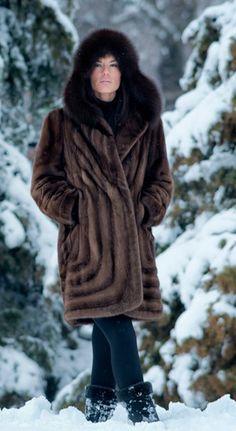 Fur Fashion, Winter Fashion, Womens Fashion, Fox Fur Coat, Fur Coats, Cape Coat, Mink Fur, Jeans Dress, Fur Jacket