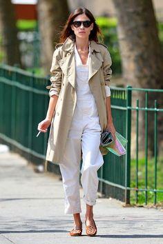 この画像は「きれいめ印象覆す。トレンチコートをカジュアルに着こなす4つのコツ」のまとめの3枚目の画像です。