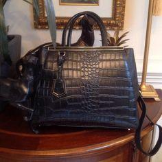BEAUTIFUL BLACK STATEMENT BAG Black handbag with gold hardware Bags