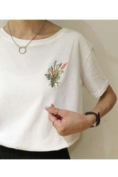 Fashion Embroidered Floral Round Neck Short Sleeve T-shirt