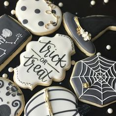 An elegant Halloween cookie set by I'm not a spooky Halloween person but I love elegant Halloween designs. I'll leave the spooky stuff to my husband. Halloween Desserts, Halloween Cupcakes, Spooky Halloween, Halloween Backen, Halloween Cookies Decorated, Halloween Sugar Cookies, Halloween Food For Party, Halloween Treats, Holloween Cookies