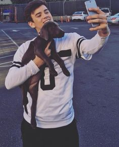 Image about dog in Men 💞 by JeannPgt on We Heart It - hayes grier and dog image - Minions, Benjamin Hayes Grier, Omaha Squad, Cute Country Boys, Brent Rivera, Nash Grier, Dear Future Husband, Magcon Boys, Hot Boys