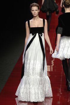 Elie Saab Fall 2006 Ready-to-Wear Fashion Show Couture Fashion, Runway Fashion, Fashion Show, Fashion Outfits, Fashion Design, Paris Fashion, Beautiful Gowns, Beautiful Outfits, Beautiful Life