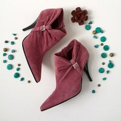 Steve Madden Rose Colored Suede Booties Suede upper. Ruched side with buckle. Pointy toe. 4 inch heel. Side interior zip. Fit: 7.5. Used, worn once.❤️❤️❤️ Color: Rosie mauve pink. Steve Madden Shoes Ankle Boots & Booties