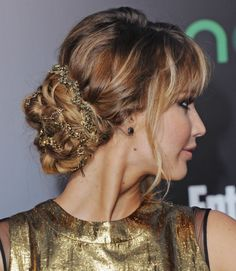 Tutorial from the hairdresser.  Katniss @ the Hunger Games premiere.