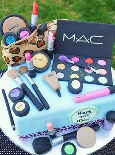 Super cute! I Need To Get New MAC makeup!