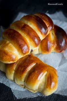 Rolled Brioche filled with Nutella Mexican Sweet Breads, Mexican Bread, Bakery Recipes, Bread Recipes, Cooking Recipes, Pan Bread, Bread Cake, Desserts Espagnols, Cookies