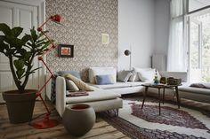 Capi Tutch Camel Vase ball and Vase rim #interior #design #indoor #capieurope #inspiration #modern #urban #vase #planter #round # black #brown #orange #livingroom