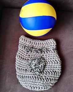 Pomysł na alternatywne opakowanie prezentu? Trochę spóźniony, ale radość była wielka 😂✌😊 #kottoon #tyarn #crochet #crochetxxl #szydełkowelove #tshirtyarn #prezent #opakowanie #moderncrochet #szydełkowanie #szydełko #handmade #handmadeinpoland #craft #rekodzieło #volleyball #volleyballgift #pilkasiatkowa #piłka #ball #karolahandmade #yarn #yarnporn #loveit #passion #polskierekodzielo #