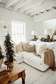 Up House, Cozy House, Style Cottage, French Cottage, Christmas Room, Christmas Decor, Cozy Christmas, Cozy Sofa, Neutral Pillows