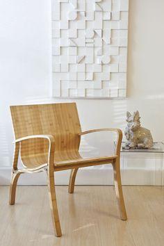 O designer ganhou muitos prêmios pelas peças de multilaminado de bambu. Uma das peças consagradas é a poltrona Bambu #5.