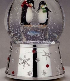 Google Image Result for http://www.promo-wholesale.com/Upfiles/Prod_l/Silverplated-Penguin-Snow-Globe_20090808474.jpg