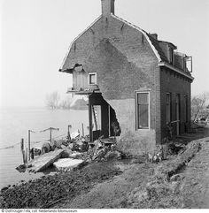 Verwoest huis 1953.