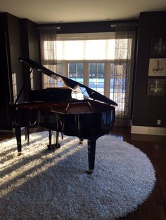 When I buy a house Im gonna have a room completely devoted to my piano. Just the piano. Grand Piano Room, Piano Room Decor, Piano Living Rooms, Decoration Hall, Music Studio Room, Baby Grand Pianos, Carpet Design, My Dream Home, Home Deco