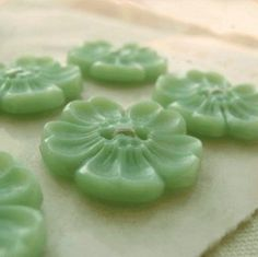 Jadeite buttons... so cute...I think I have some of these?