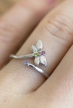 Invite sublime beauty into your life with the uncomplicated design of our dragonfly wrap ring. Studded with brilliant crystals, it's like an eternal summer meadow on your hand.
