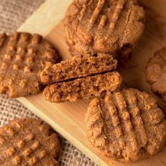 These low carb keto friendly peanut butter cookies are made with only 4 ingredients! Old Fashioned Molasses Cookies, Sugar Free Ketchup, Crispy Chicken Tenders, Keto Peanut Butter Cookies, Copycat Recipes, Diet Recipes, Brownie Bites, Melted Cheese, German Chocolate