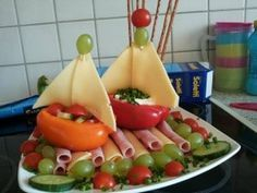 Children& birthday: food is not a toy or so Kindergeburtstag: Essen ist kein Spielzeug oder so ★> Children& birthday: You do not play with food - Creative Snacks, Creative Kids, Homemade Popsicles, Food Carving, Party Buffet, Veggie Tray, Snacks Für Party, Food Decoration, Food Humor