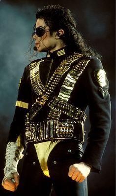 MJ-Dangerous-Tour-michael-jackson-7217689-627-1055.jpg (JPEG Imagen, 627 × 1055 píxeles) - Escalado (63%)