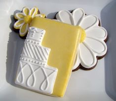 Personalized pottery magnets.Wedding flower cookies. Great way to add wedding colors to the cookie