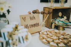 <3-lich Willkommen. Eröffnungsapero. Place Cards, Place Card Holders, Living Room