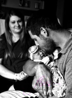 "© Flor Idalia Photography ""Studio On The Go"". Hospital Newborn Pictures"