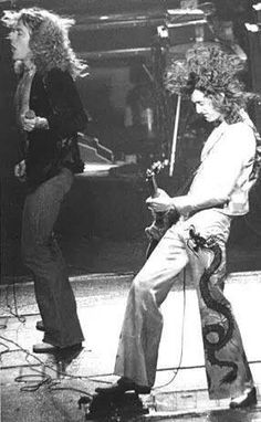 Jimmy Page and Robert Plant - Led Zeppelin Greatest Rock Bands, Best Rock, Classic Rock And Roll, Rock N Roll, Great Bands, Cool Bands, Robert Plant Led Zeppelin, Jimmy Page, Rock Music